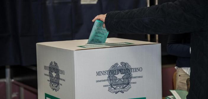 Foto Alessandro Treves/LaPresse24/02/2013 Milano, ItaliapoliticaElezioni 2013, votazioniNella foto: milanese alle urne